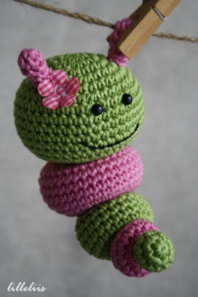amigurumi-caterpillar-rattle