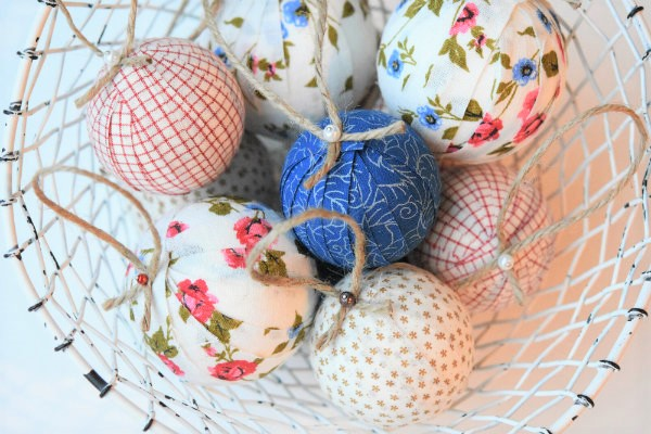 christmas-balls-covered-with-fabric