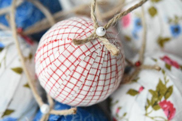 fabric-covered-christmas-balls-4