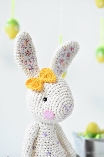 crochet bunny with bow