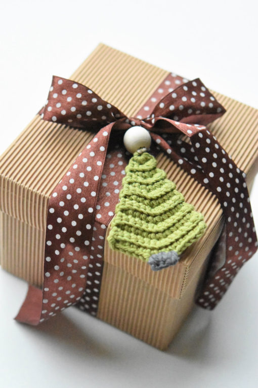 crochet ornament for gift wrapping