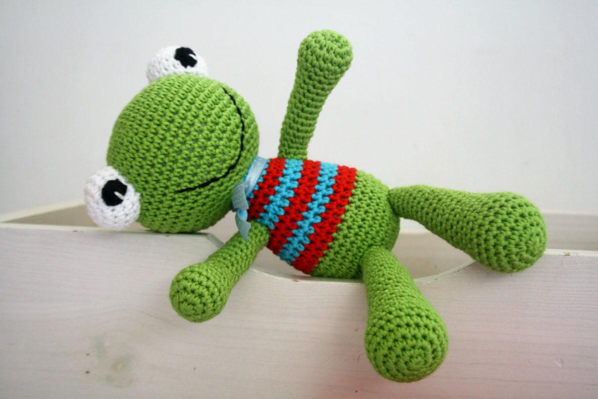 LucyRavenscar - Crochet Creatures: Mini Frog - Free Amigurumi Pattern | 800x1200