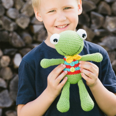 free amigurumi pattern felix the frog