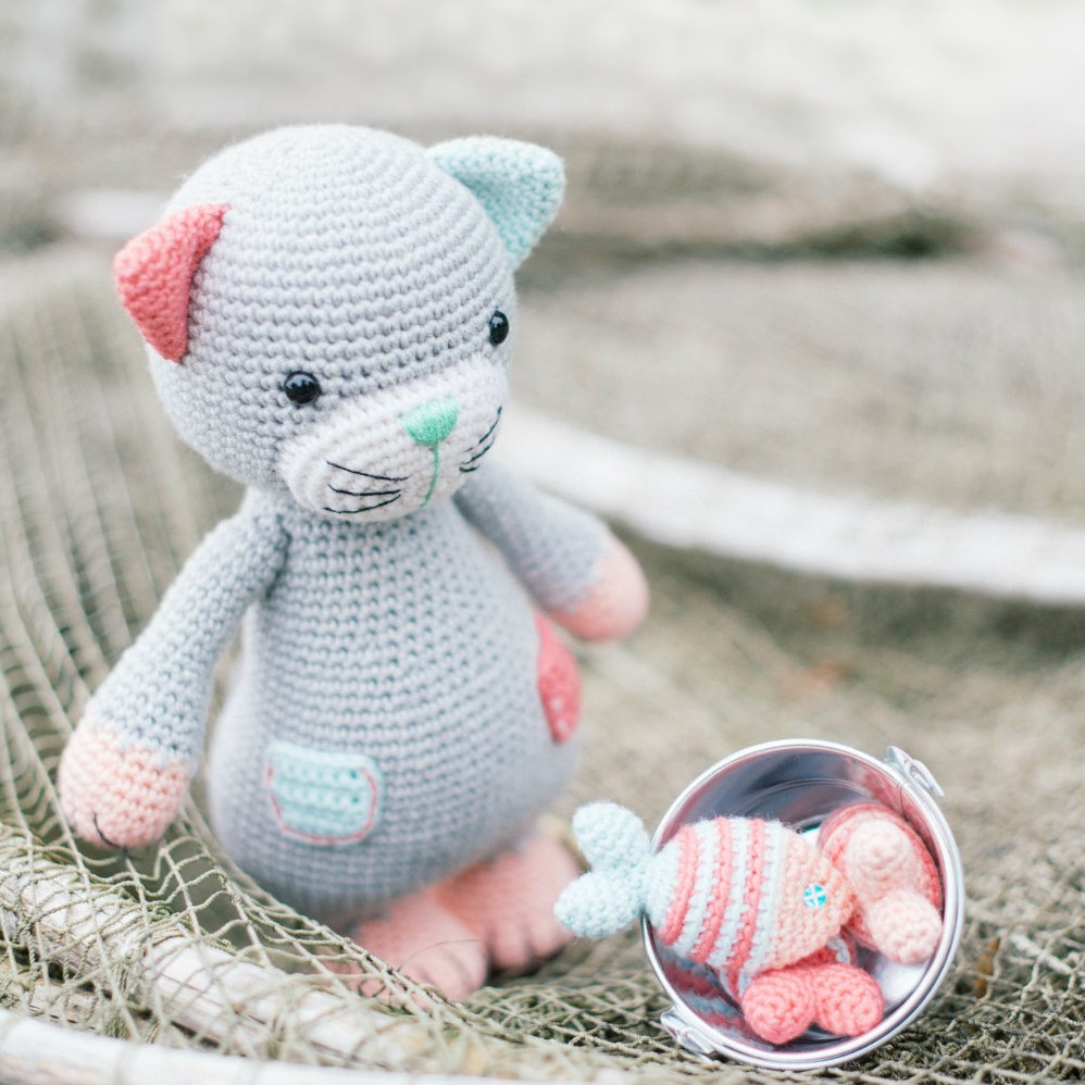 Crochet cat and small fish