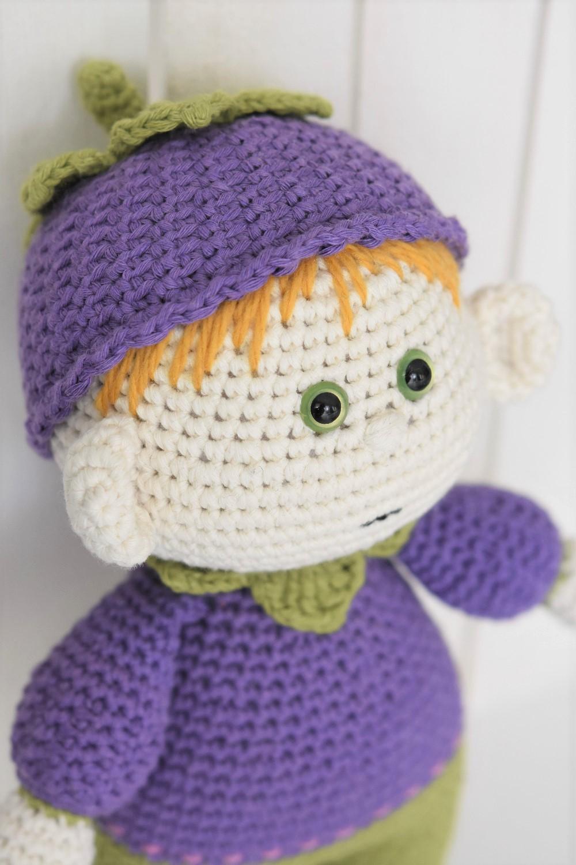 amigurumi blueberry doll face