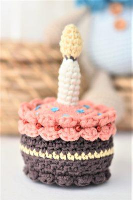 crochet amigurumi cake