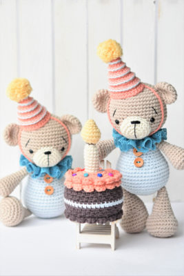 amigurumi bears wearing birthday hat and crochet cake