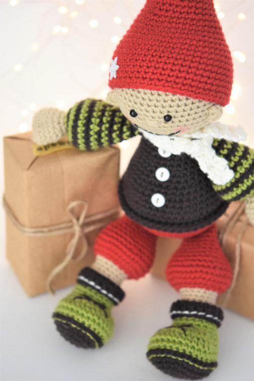amigurumi christmas gnome
