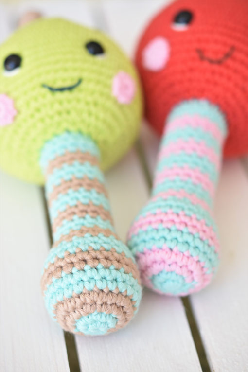 amigurumi rattle apple