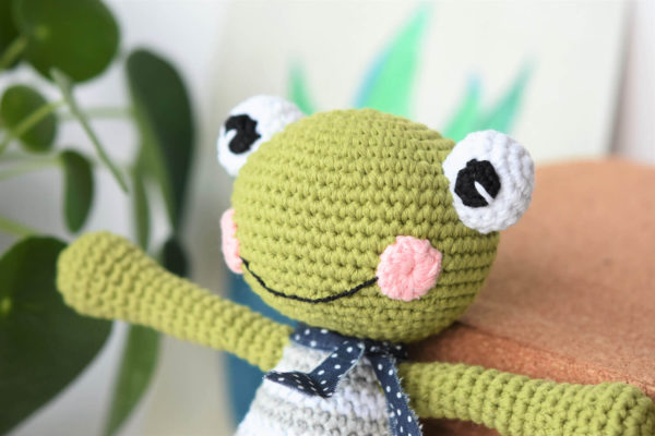 felix the frog amigurumi free pattern